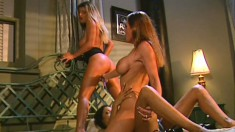 Lesbian threesome with a blonde taking control to lead the pussy action