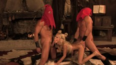 Blonde cocksucker gets into a threesome with sexy womanizers