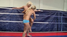 Nude lesbian fighters Kelly Cat and Lisa allow desire to take control