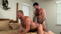 Muscled blonde stud has a hot brunette guy plowing his ass on the bed