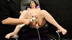 Brunette chick rammed by a fucking machine that's driving her crazy