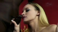 Sexy star Leah Wilde appreciates every inch of a big black snake