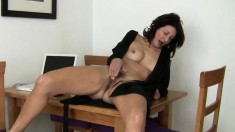 Luscious grandma Emanuelle gives her hungry peach her full attention