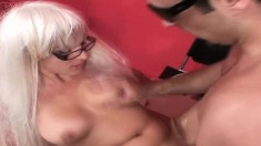 Sultry blonde uses the art of seduction to get her pussy fucked good