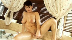 Big breasted nympho drives herself to intense pleasure in the bathtub