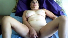 Mature Mom Tina toying and cumming on webcam