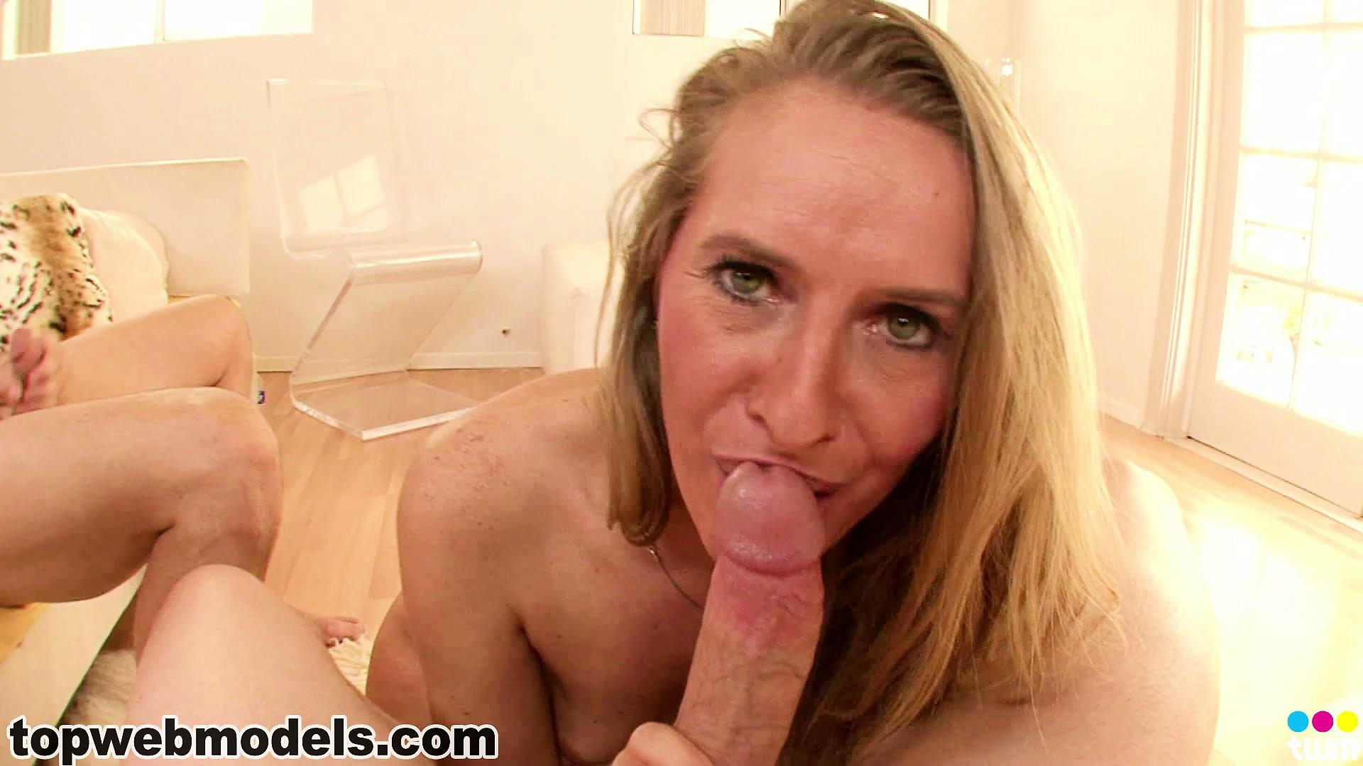 Tiny blonde milf porn