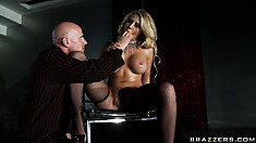 Babe in slutty high heels and stockings gets her cunt licked